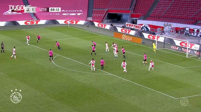 Edson Álvarez anota el gol del empate ante el Utrecht