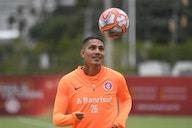 Sylvinho se esquiva ao comentar suposto interesse do Corinthians em Paolo Guerrero