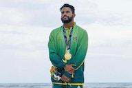 Gabigol parabeniza Italo Ferreira por ouro olímpico; surfista é torcedor declarado do Flamengo