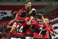 Avassalador, Flamengo pode dar dupla felicidade à torcida contra o Corinthians
