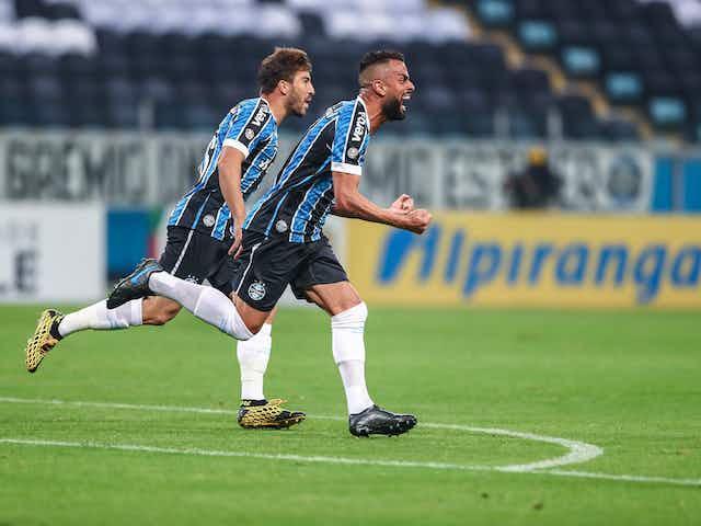 Maicon estaria negociando rescisão com o Grêmio, segundo jornalista