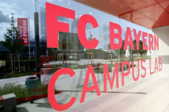 Artikelbild: https://image-service.onefootball.com/crop/face?h=810&image=https%3A%2F%2Ffcbinside.de%2Fwp-content%2Fuploads%2F2019%2F10%2FFC-Bayern-Campus-Opening-Ceremony-1571142241.jpg&q=25&w=1080