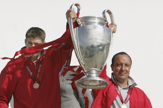 Article image: https://image-service.onefootball.com/crop/face?h=810&image=https%3A%2F%2Ficdn.caughtoffside.com%2Fwp-content%2Fuploads%2F2015%2F05%2FSteven-Gerrard-Rafa-Benitez-Liverpool.jpg&q=25&w=1080