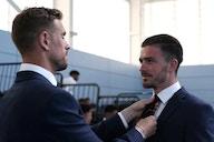 (Photos) Henderson is England squad's father figure as LFC star helps Grealish & Saka