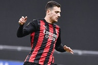 Man Utd in talks with AC Milan over Dalot future