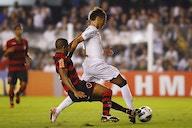 Torcedores relembram gol de Puskás de Neymar. Veja!