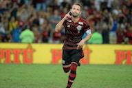 Éverton Ribeiro exalta marca: 'Uma honra imensa'