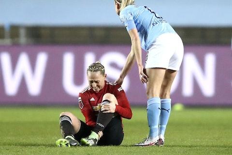 Article image: https://image-service.onefootball.com/crop/face?h=810&image=https%3A%2F%2Fshekicks.net%2Fwp-content%2Fuploads%2F2021%2F02%2FGalton-injury.jpg&q=25&w=1080