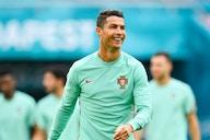 Euro 2020 : le geste étonnant de Cristiano Ronaldo en conférence de presse
