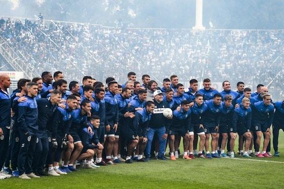 Article image: https://image-service.onefootball.com/crop/face?h=810&image=https%3A%2F%2Fwp-images.onefootball.com%2Fwp-content%2Fuploads%2Fsites%2F10%2F2019%2F09%2FGimnasia-y-Esgrima-La-Plata-Unveils-New-Coach-Diego-Maradona-1567969621-1024x768.jpg&q=25&w=1080