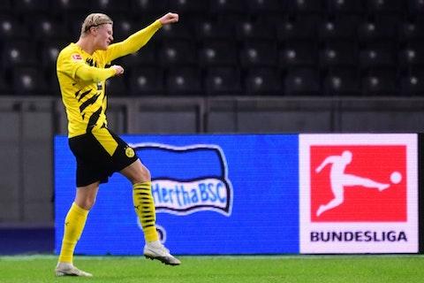 Article image: https://image-service.onefootball.com/resize?fit=max&h=694&image=https%3A%2F%2Fwp-images.onefootball.com%2Fwp-content%2Fuploads%2Fsites%2F10%2F2020%2F11%2FHertha-BSC-v-Borussia-Dortmund-Bundesliga-1606020077.jpg&q=25&w=1080