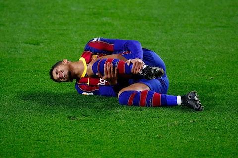 Article image: https://image-service.onefootball.com/resize?fit=max&h=721&image=https%3A%2F%2Fwp-images.onefootball.com%2Fwp-content%2Fuploads%2Fsites%2F10%2F2021%2F02%2FReal-Betis-v-FC-Barcelona-La-Liga-Santander-1614342524.jpg&q=25&w=1080