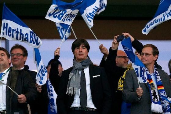 Artikelbild: https://image-service.onefootball.com/crop/face?h=810&image=https%3A%2F%2Fwp-images.onefootball.com%2Fwp-content%2Fuploads%2Fsites%2F11%2F2020%2F02%2FHertha-BSC-Berlin-v-Borussia-Dortmund-DFB-Cup-Semi-Final-1581420926-1000x750.jpg&q=25&w=1080