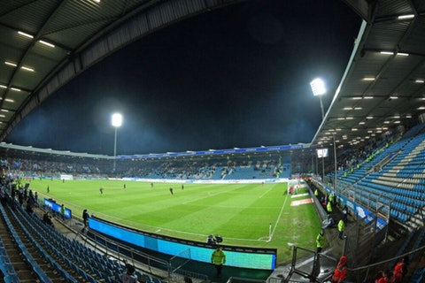 Artikelbild: https://image-service.onefootball.com/crop/face?h=810&image=https%3A%2F%2Fwp-images.onefootball.com%2Fwp-content%2Fuploads%2Fsites%2F11%2F2020%2F08%2FVfL-Bochum-1848-v-DSC-Arminia-Bielefeld-Second-Bundesliga-1596552641-1000x750.jpg&q=25&w=1080