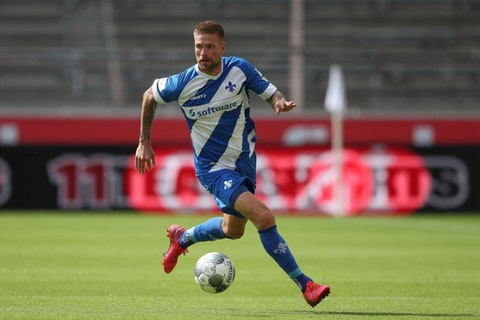 Artikelbild: https://image-service.onefootball.com/resize?fit=max&h=810&image=https%3A%2F%2Fwp-images.onefootball.com%2Fwp-content%2Fuploads%2Fsites%2F11%2F2020%2F09%2FVfB-Stuttgart-v-SV-Darmstadt-98-Second-Bundesliga-1600113760.jpg&q=25&w=1080
