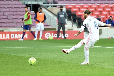 Artikelbild: https://image-service.onefootball.com/resize?fit=max&h=690&image=https%3A%2F%2Fwp-images.onefootball.com%2Fwp-content%2Fuploads%2Fsites%2F11%2F2020%2F10%2FFC-Barcelona-v-Real-Madrid-La-Liga-Santander-1603554467.jpg&q=25&w=1080