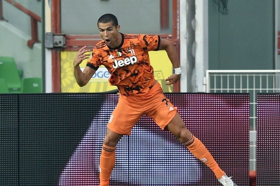 Artikelbild: https://image-service.onefootball.com/crop/face?h=810&image=https%3A%2F%2Fwp-images.onefootball.com%2Fwp-content%2Fuploads%2Fsites%2F11%2F2020%2F11%2FSpezia-Calcio-v-Juventus-Serie-A-1604245235-1000x750.jpg&q=25&w=1080