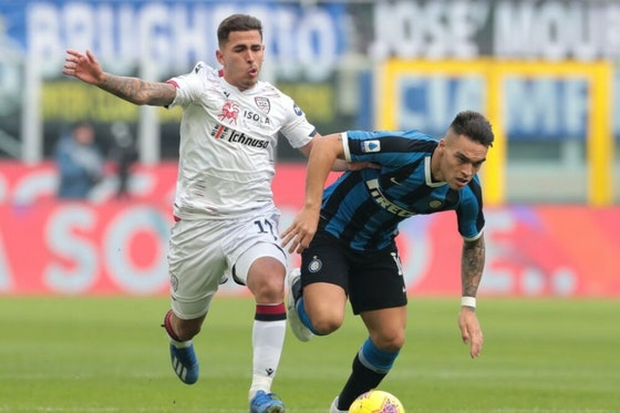 Artikelbild: https://image-service.onefootball.com/crop/face?h=810&image=https%3A%2F%2Fwp-images.onefootball.com%2Fwp-content%2Fuploads%2Fsites%2F11%2F2020%2F12%2FFC-Internazionale-v-Cagliari-Calcio-Serie-A-1609337152-1000x750.jpg&q=25&w=1080