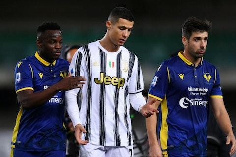 Artikelbild: https://image-service.onefootball.com/crop/face?h=810&image=https%3A%2F%2Fwp-images.onefootball.com%2Fwp-content%2Fuploads%2Fsites%2F11%2F2021%2F02%2FHellas-Verona-FC-v-Juventus-Serie-A-1614537002-1000x750.jpg&q=25&w=1080