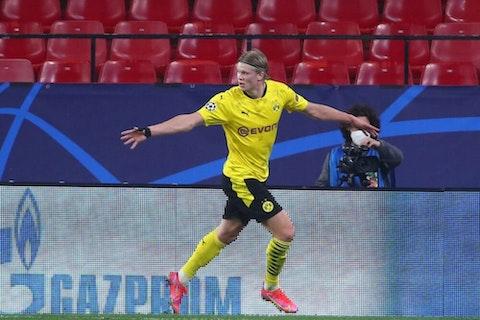 Artikelbild: https://image-service.onefootball.com/crop/face?h=810&image=https%3A%2F%2Fwp-images.onefootball.com%2Fwp-content%2Fuploads%2Fsites%2F11%2F2021%2F02%2FSevilla-FC-v-Borussia-Dortmund-UEFA-Champions-League-Round-Of-16-Leg-One-1613596296-1000x750.jpg&q=25&w=1080