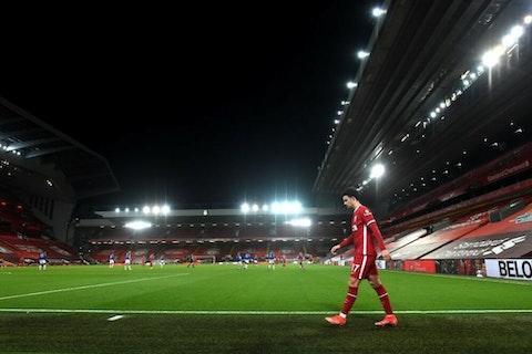 Imagen del artículo: https://image-service.onefootball.com/crop/face?h=810&image=https%3A%2F%2Fwp-images.onefootball.com%2Fwp-content%2Fuploads%2Fsites%2F12%2F2021%2F02%2FLiverpool-v-Everton-Premier-League-1614531327-1000x665.jpg&q=25&w=1080