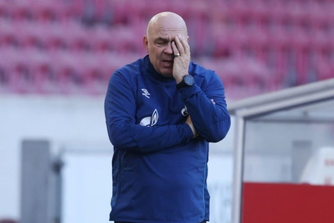 Imagen del artículo: https://image-service.onefootball.com/crop/face?h=810&image=https%3A%2F%2Fwp-images.onefootball.com%2Fwp-content%2Fuploads%2Fsites%2F12%2F2021%2F02%2FVfB-Stuttgart-v-FC-Schalke-04-Bundesliga-1614502002-1000x750.jpg&q=25&w=1080