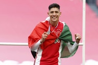 📷 Edson Álvarez ya posa con estrella del campeonato del Ajax