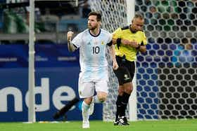 Imagem do artigo: https://image-service.onefootball.com/resize?fit=max&h=721&image=https%3A%2F%2Fwp-images.onefootball.com%2Fwp-content%2Fuploads%2Fsites%2F13%2F2020%2F09%2FArgentina-v-Paraguay-Group-B-Copa-America-Brazil-2019-1599709654.jpg&q=25&w=1080