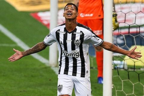 Imagem do artigo: https://image-service.onefootball.com/resize?fit=max&h=724&image=https%3A%2F%2Fwp-images.onefootball.com%2Fwp-content%2Fuploads%2Fsites%2F13%2F2021%2F02%2F2020-Brasileirao-Series-A-Corinthians-v-Atletico-MG-Play-Behind-Closed-Doors-Amidst-the-Coronavirus-COVID-19-Pandemic-1614442234.jpg&q=25&w=1080