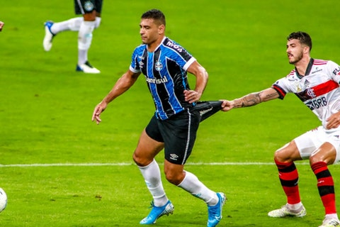 Imagem do artigo: https://image-service.onefootball.com/resize?fit=max&h=810&image=https%3A%2F%2Fwp-images.onefootball.com%2Fwp-content%2Fuploads%2Fsites%2F13%2F2021%2F02%2F2020-Brasileirao-Series-A-Gremio-v-Flamengo-Play-Behind-Closed-Doors-Amidst-the-Coronavirus-COVID-19-Pandemic-1614441324.jpg&q=25&w=1080