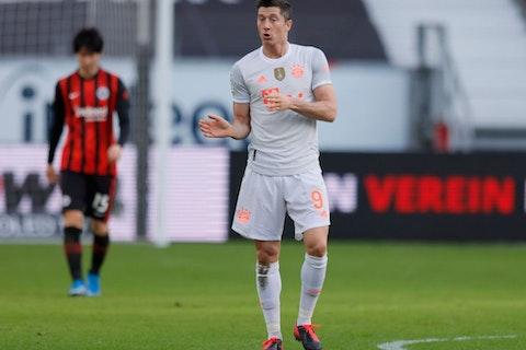 Imagem do artigo: https://image-service.onefootball.com/resize?fit=max&h=800&image=https%3A%2F%2Fwp-images.onefootball.com%2Fwp-content%2Fuploads%2Fsites%2F13%2F2021%2F02%2FEintracht-Frankfurt-v-FC-Bayern-Muenchen-Bundesliga-1613838816.jpg&q=25&w=1080