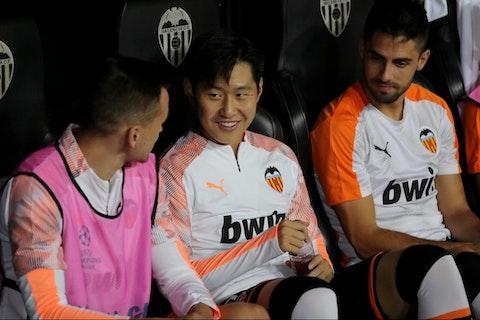 Article image: https://image-service.onefootball.com/crop/face?h=810&image=https%3A%2F%2Fwww.footballfancast.com%2Fwp-content%2Fuploads%2F2021%2F05%2FWolves-Premier-League-Molineux-Fosun-Jeff-Shi-Nuno-Santo-Kang-in-Lee-Valencia-Diogo-Jota-Liverpool-La-Liga-e1619941718913.jpg&q=25&w=1080