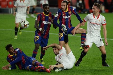 Artikelbild: https://image-service.onefootball.com/crop/face?h=810&image=https%3A%2F%2Fwww.neunzigplus.de%2Fwp-content%2Fuploads%2F2021%2F02%2Ffbl-esp-cup-sevilla-barcelona-2-scaled.jpg&q=25&w=1080