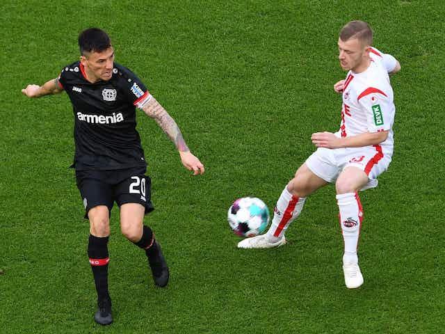 Charles Aránguiz festejó en valioso triunfo del Bayer Leverkusen